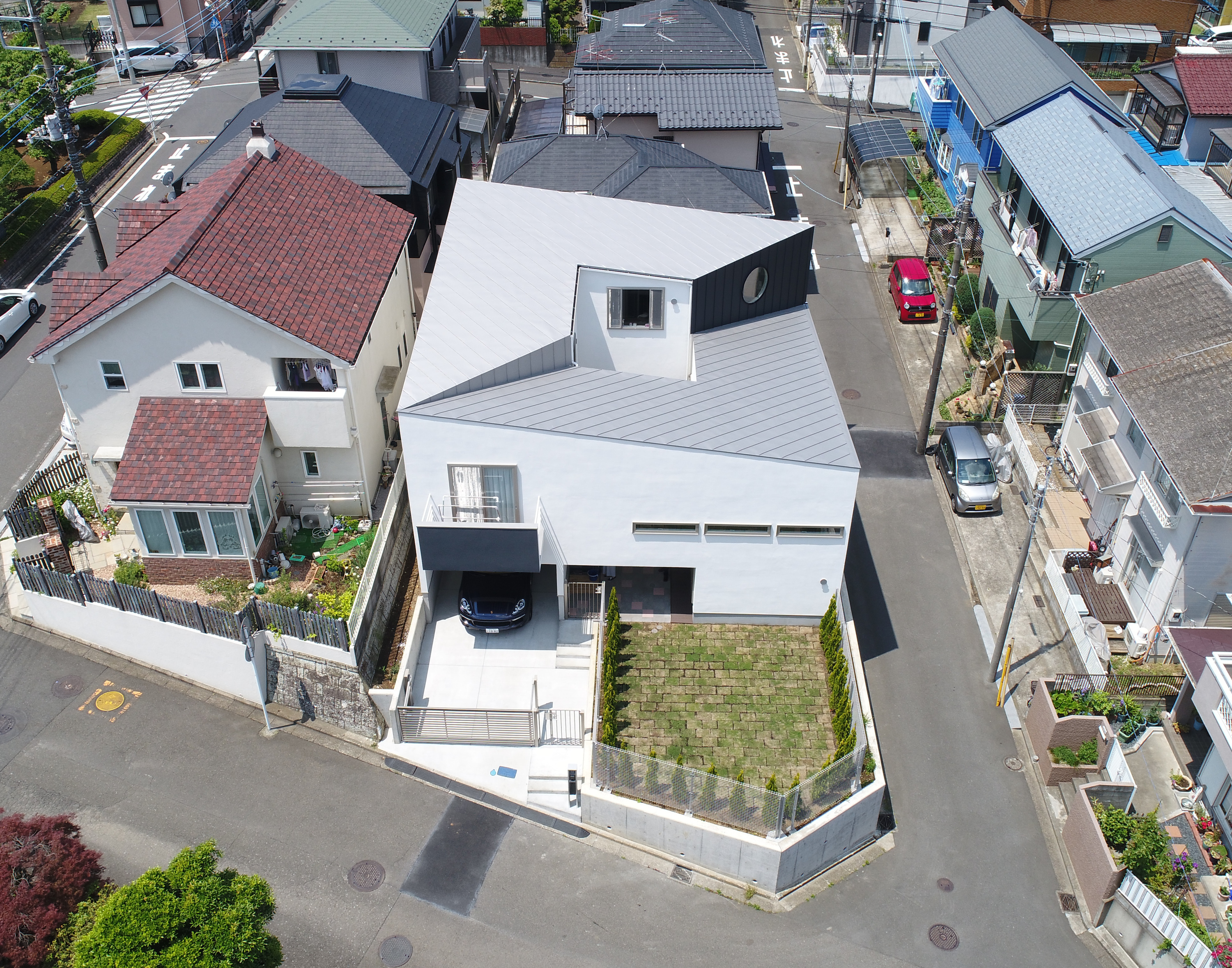 HOUSE with SLOPE・卍