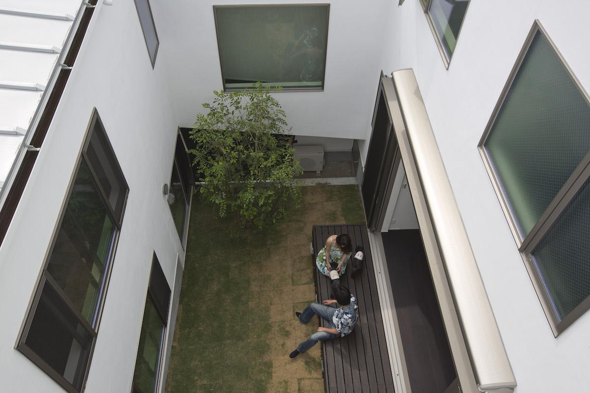 周辺環境から守られた安全安心空間:中庭